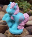 recherche principale de Mapeline : des poneys et leurs accessoires  128px-Blue-teddy-petite