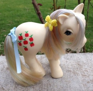 White-colombia-applejack2.jpg