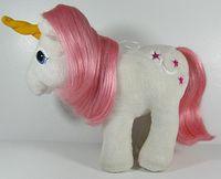 recherche principale de Mapeline : des poneys et leurs accessoires  200px-Plush-moondancer-closedmouth